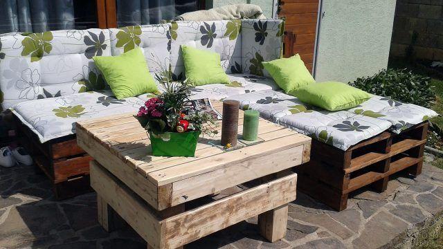 Мебель из паллет в солнечном саду