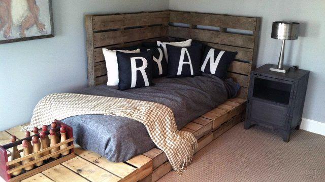 Паллетная кровать для детской