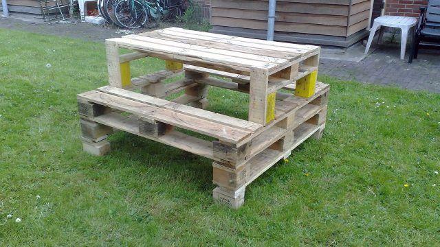 Самодельный стол с лавками для пикников