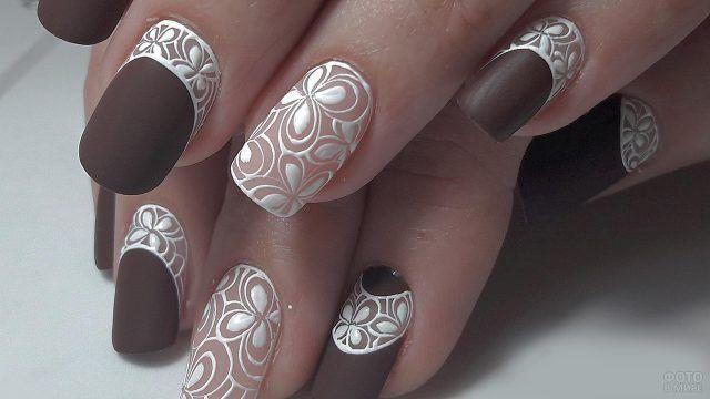 Кружевная роспись матовых ногтей цвета шоколад
