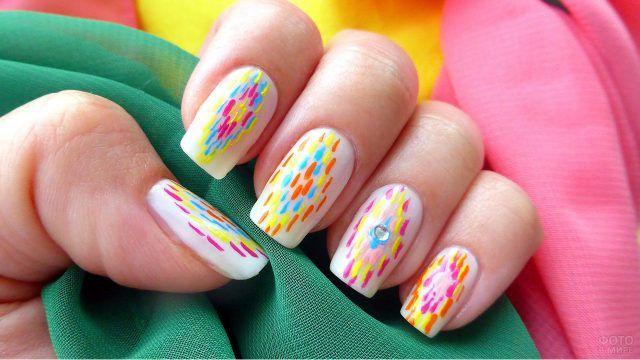 Неоновая разноцветная роспись ногтей