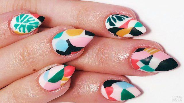 Роспись ногтей в стиле поп-арт