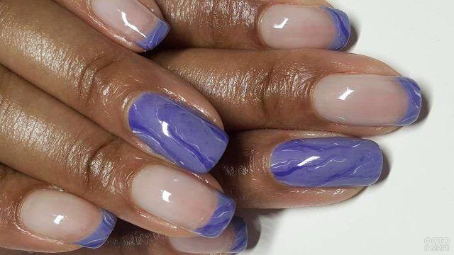 Сиреневый перламутр и френч-маникюр на накладных ногтях