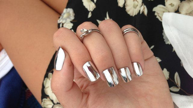 Зеркальные накладные ногти