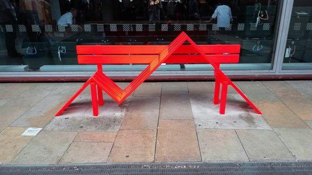 Дизайнерская скамейка в Лондонском сити