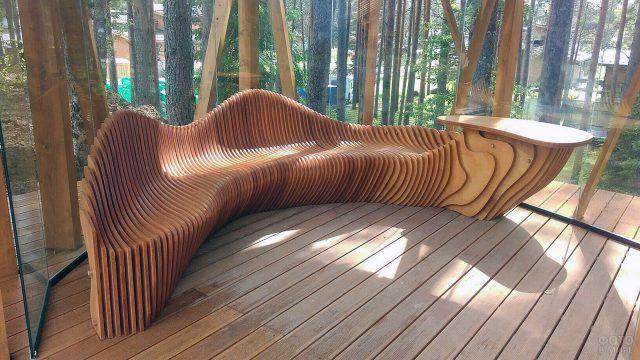 Дизайнерская скамейка-волна из дерева
