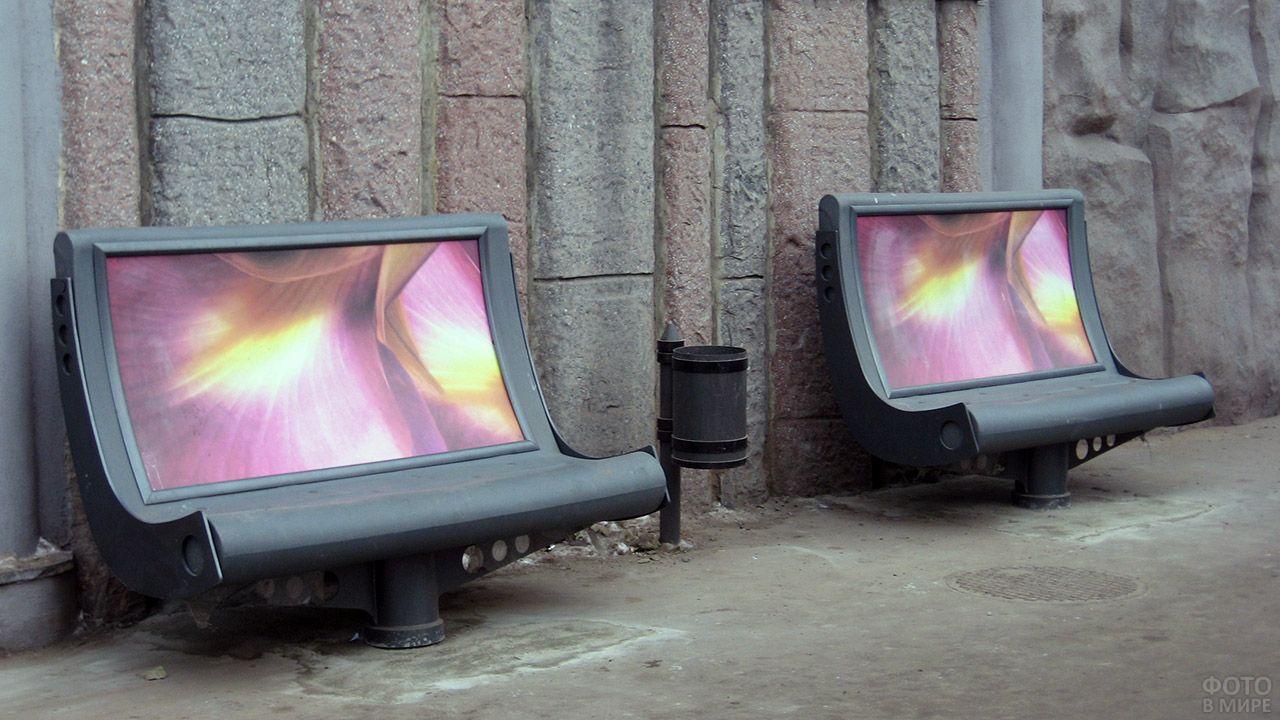 Городские скамейки с рекламными поверхностями в спинках