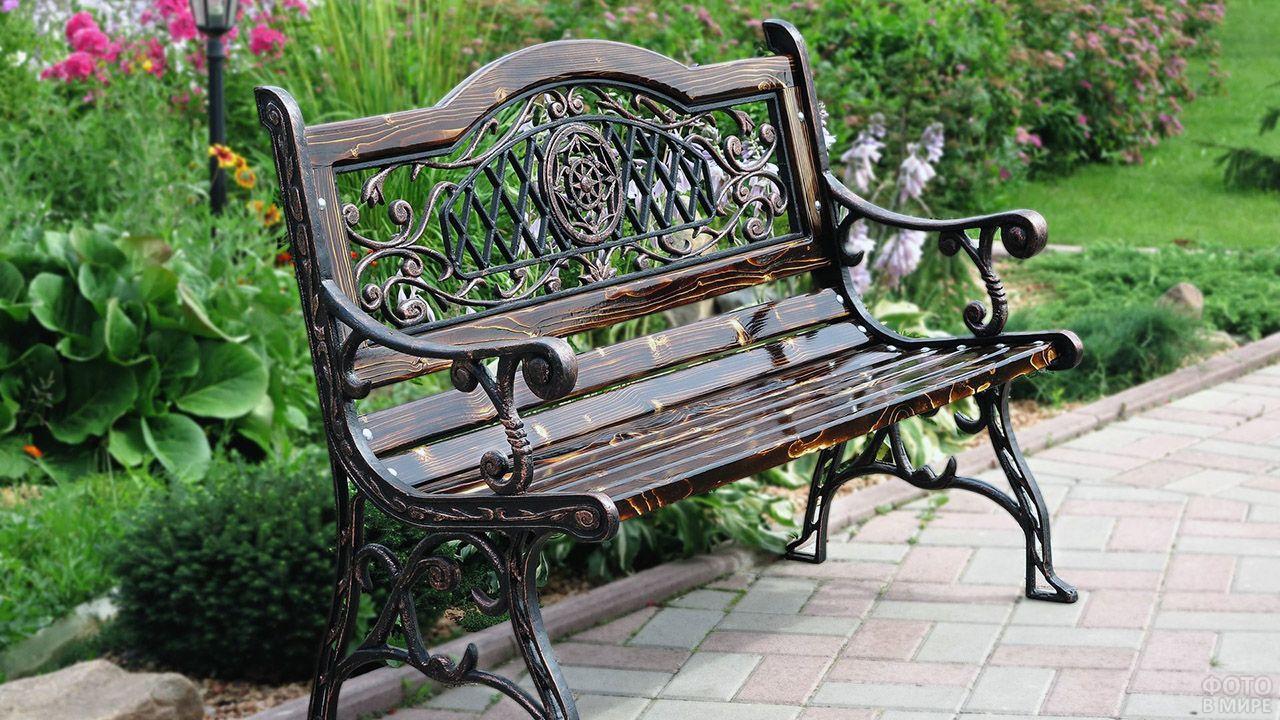 Классическая чугунная скамейка с фигурной спинкой