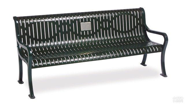 Литая зелёная скамейка