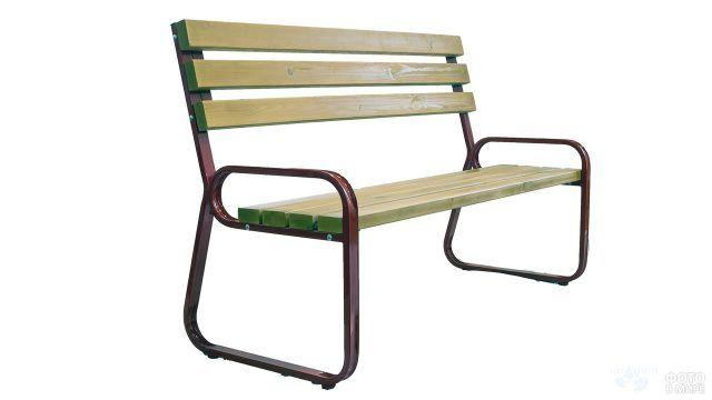Скамейка из сосны на металлической основе