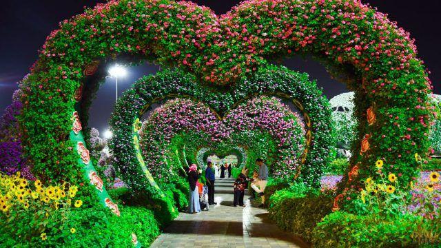 Цветочные арки в форме сердец