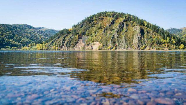 Прозрачная вода реки Енисей