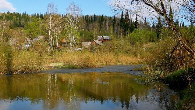 Разлив таёжной реки весной