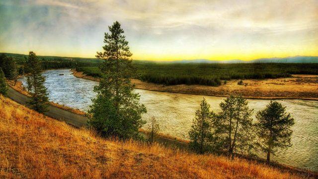 Река и дорога