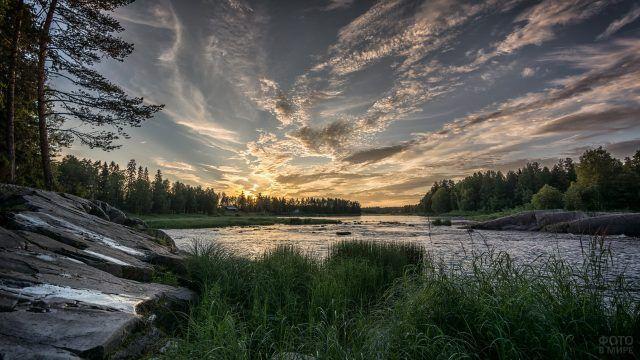 Река и небо после заката
