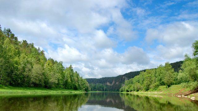 Спокойные воды Уральской реки