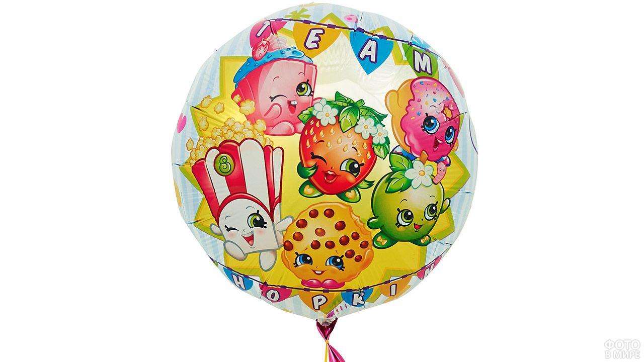 Красочный воздушный шарик с нарисоваными мультяшками