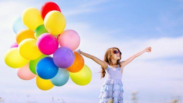 Маленькая модница с воздушными шариками