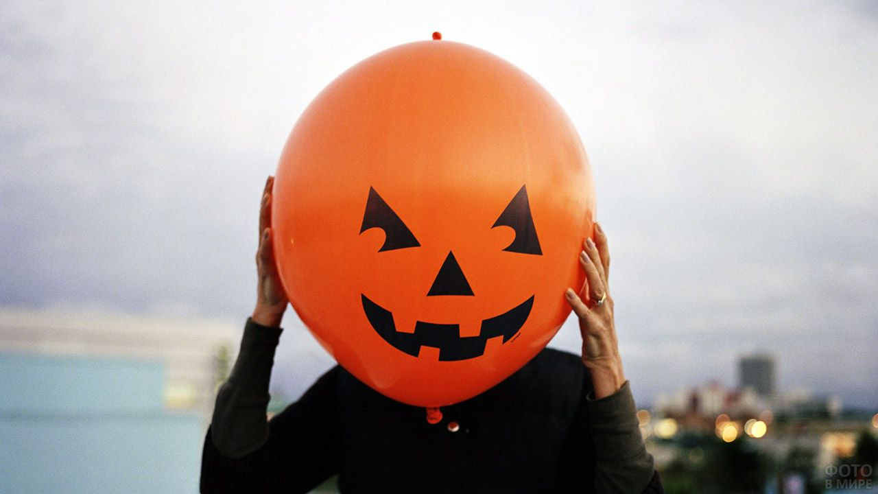 Оранжевый воздушный шарик-тыква