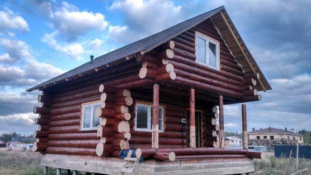 Рубленый дачный дом из кругляка