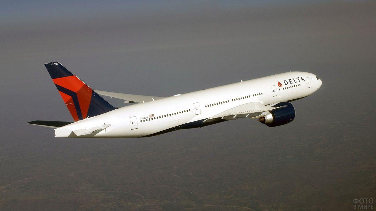 Боинг в раскраске американской авиакомпании
