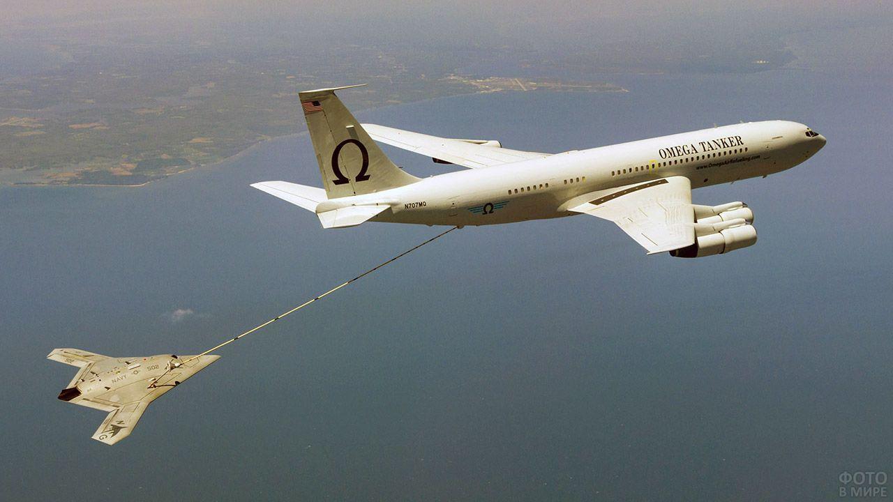 Дозаправка самолёта в небе