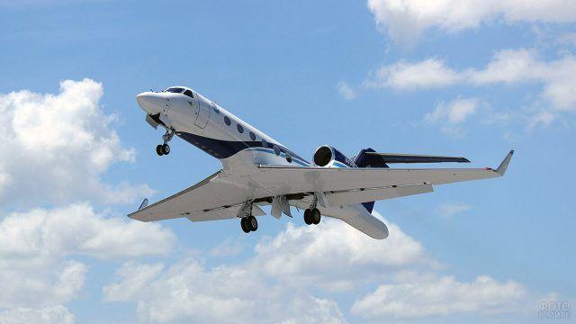 Метеорологический самолёт в небе