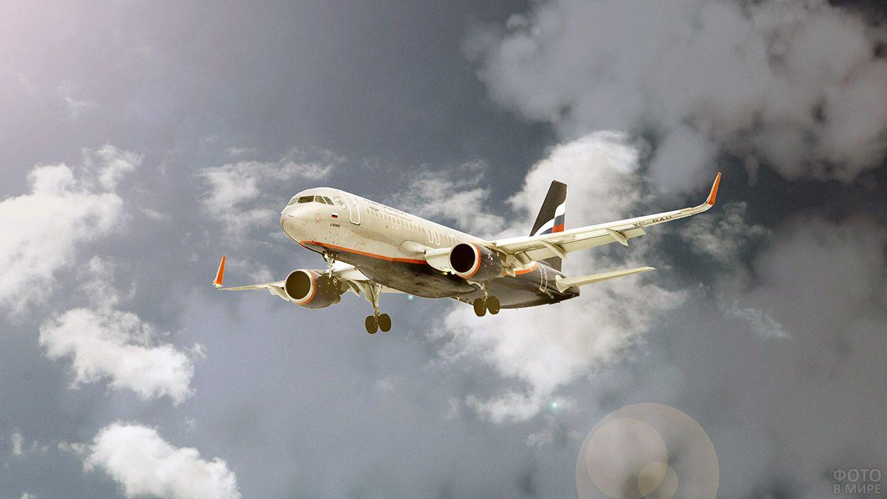 Российский авиалайнер в небе
