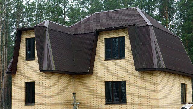 Интересная мансардная крыша из ондулина