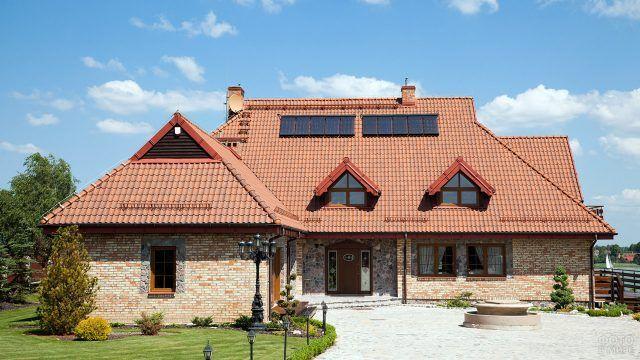 Мансардная крыша загородного дома