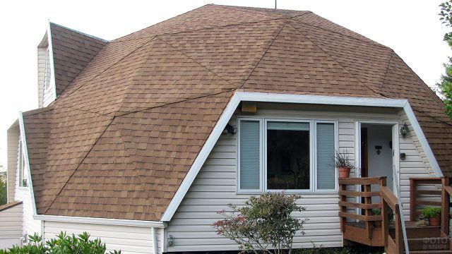 Полигональная куполообразная крыша садового дома