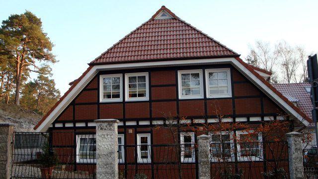 Полувальмовая четырёхскатная датская крыша