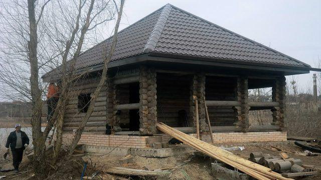 Строительство бревенчатого дома с шатровой крышей