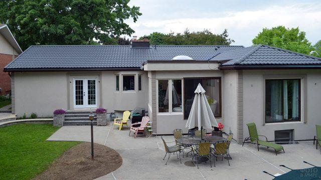 Вальмовая крыша одноэтажного садового дома