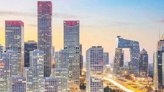 Пекинские высотки на фоне закатного неба