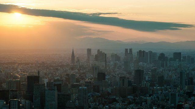 Закат над туманным Токио