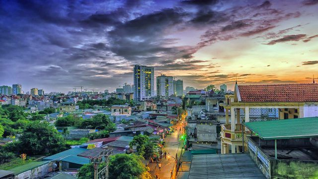 Закатное небо над Ханоем