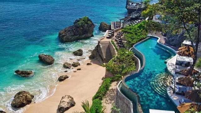 Фантастический вид на пляж при отеле на Бали