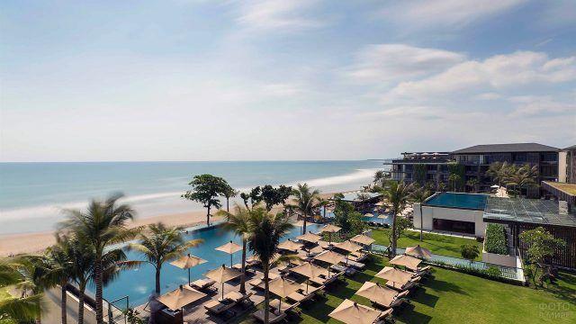 Отель на побережье Бали