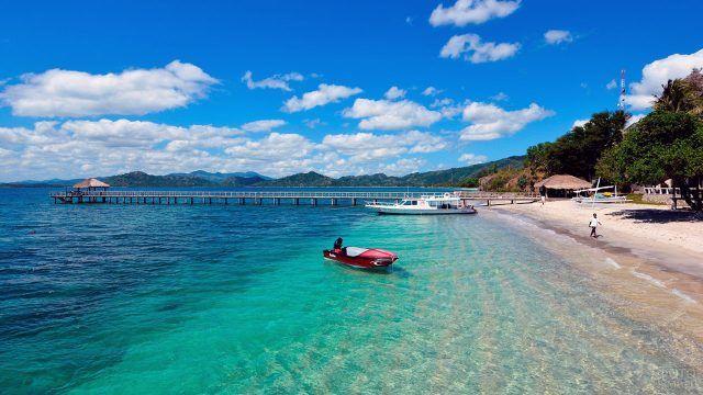 Пирс частного пляжа на Бали
