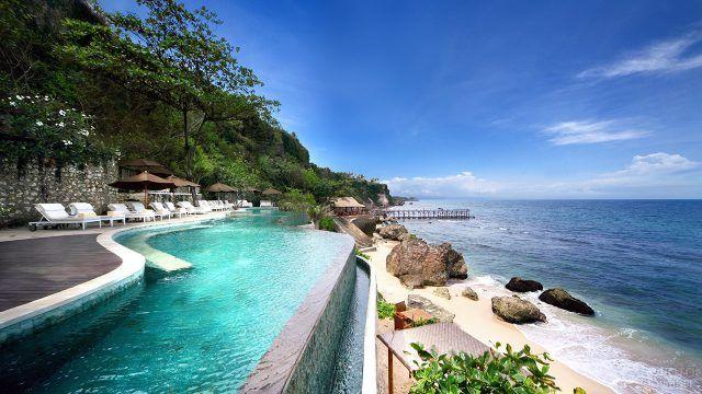 Роскошный отель с бассейном на пляже Денпасара