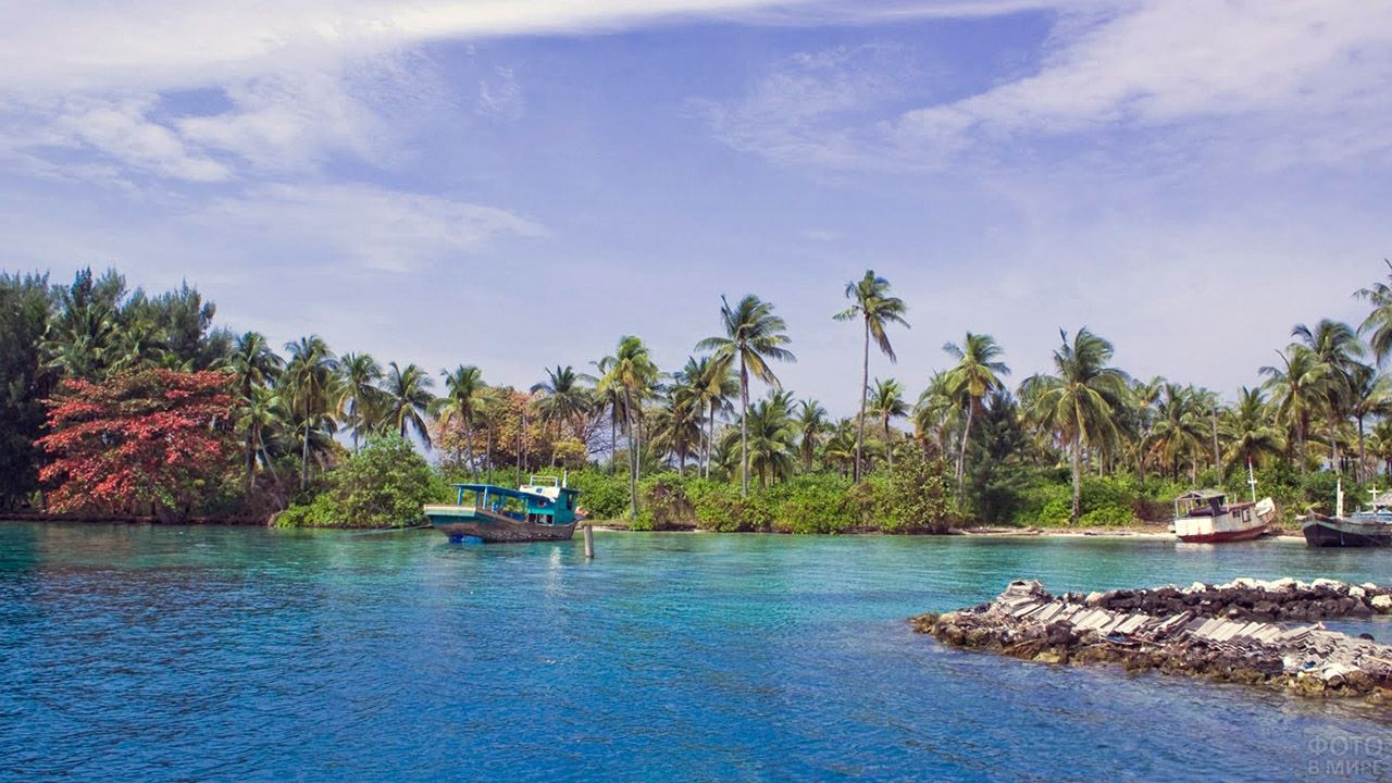Туристические лодки на Менджангане у Бали