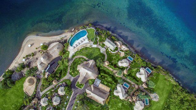 Вид сверху на отель у пляжа Менджанган Бали