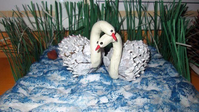 Белые лебеди из шишек и пластилина