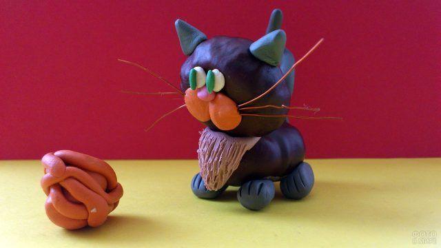 Котик из каштанов и пластилина