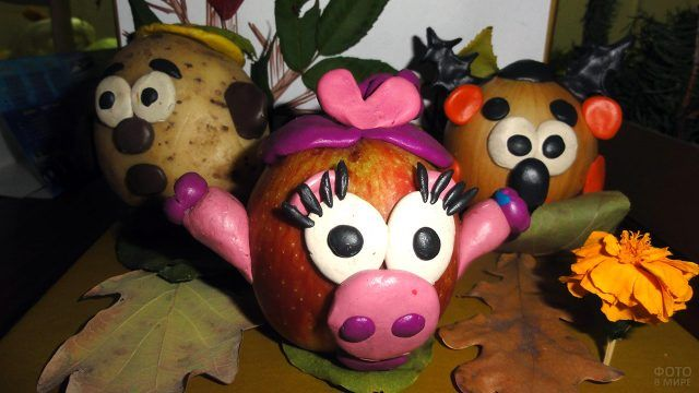 Персонажи мультфильма Смешарики из осенних овощей