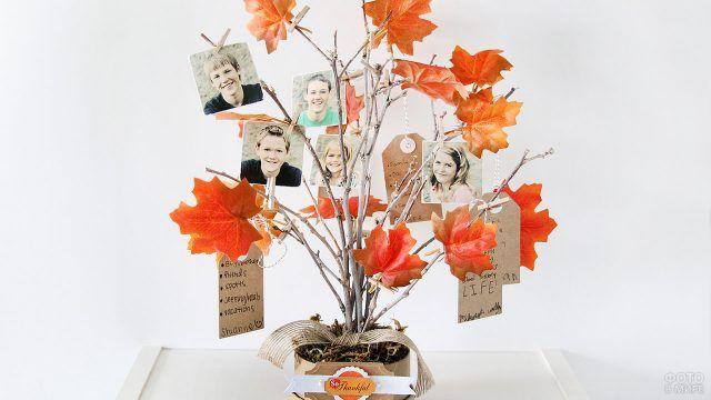 Семейное дерево с фотографиями из настоящих веток и осенних кленовых листьев