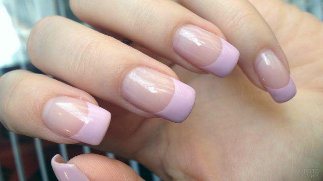 Актуальный розовый френч на квадратных ногтях