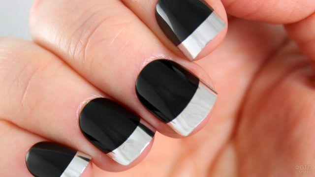Чёрно-серебристый френч на коротких квадратных ногтях