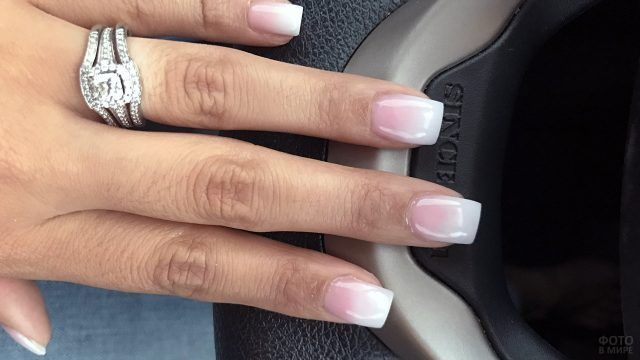 Френч омбре на квадратных накладных ногтях